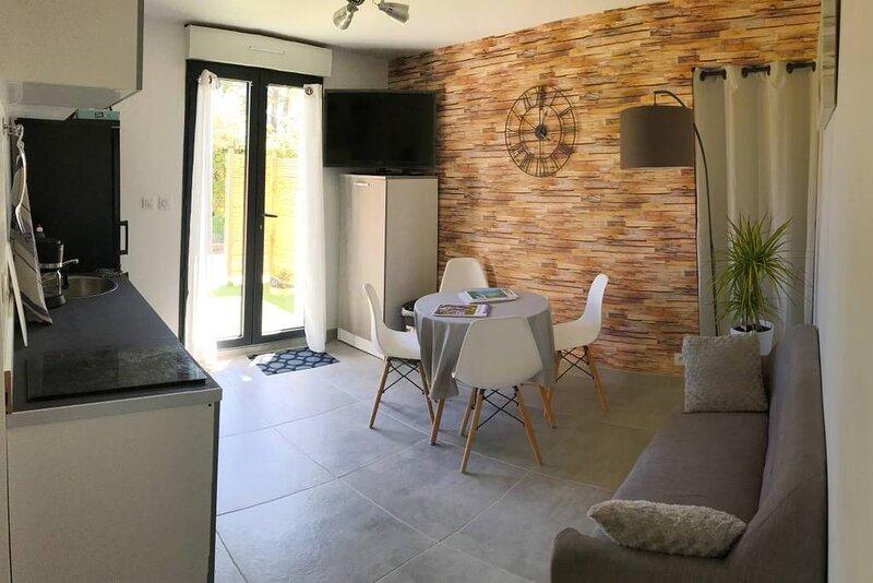 Un gîte moderne sur la colline, casa vacanza a Pernes-les-Fontaines