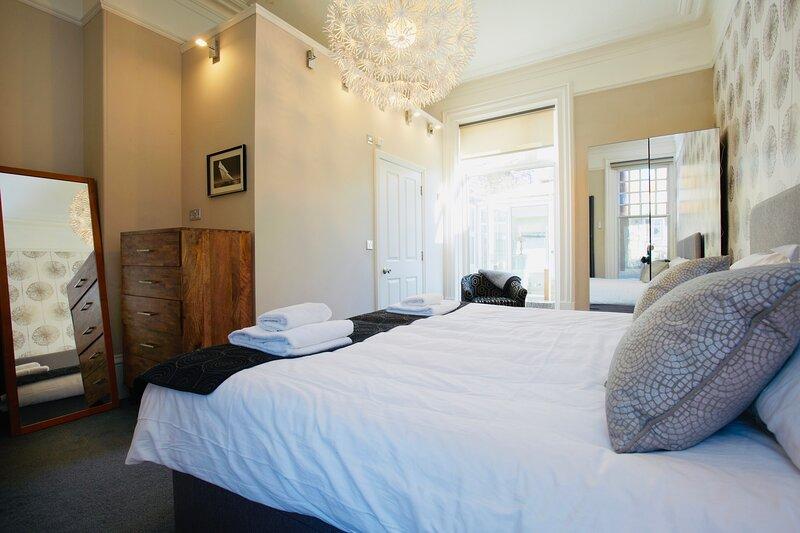 Mews Suite 4 bedrooms, 3 bathrooms, Courtyard Garden, alquiler vacacional en Follifoot
