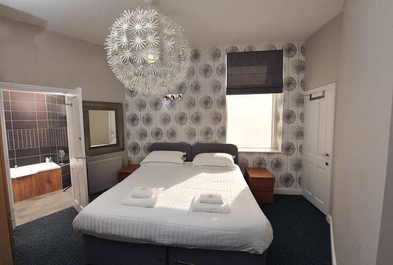 Strawberry One - Town Centre Apartment - Opposite the Harrogate Conventional, vacation rental in Ripley