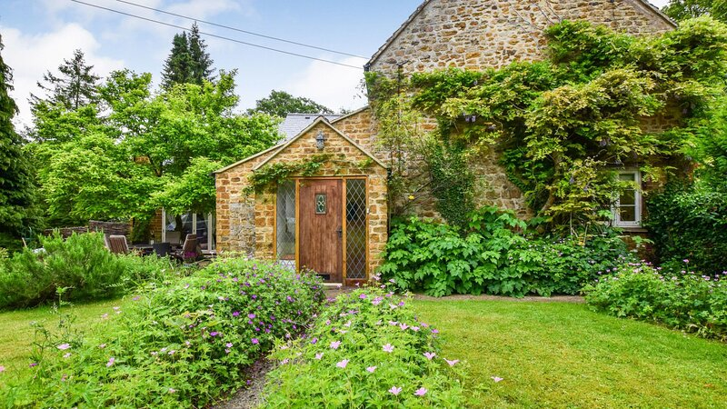 Gladstone Cottage, South Newington, Cotswolds - sleeps 8 guests  in 4 bedrooms, holiday rental in Deddington