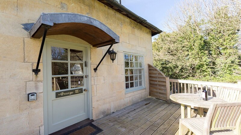 George III at Sudeley Castle - George III is a dog-friendly apartment cottage on, vacation rental in Winchcombe