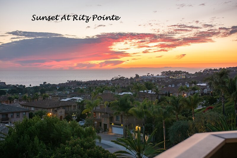 Sunset at Ritz Pointe - Unobstructed - Panoramic View of the Pacific Ocean, alquiler vacacional en Laguna Beach