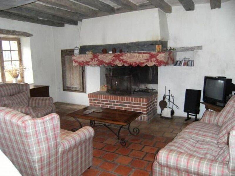 Location Gîte Saint-Pierre-du-Lorouër, 5 pièces, 8 personnes, aluguéis de temporada em Beaumont Pied De Boeuf