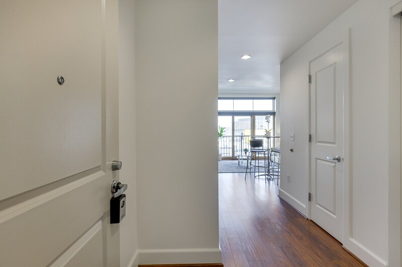 Elegant, Recently Upgraded Apt – Pearl District & Fast Wifi!, holiday rental in Portland
