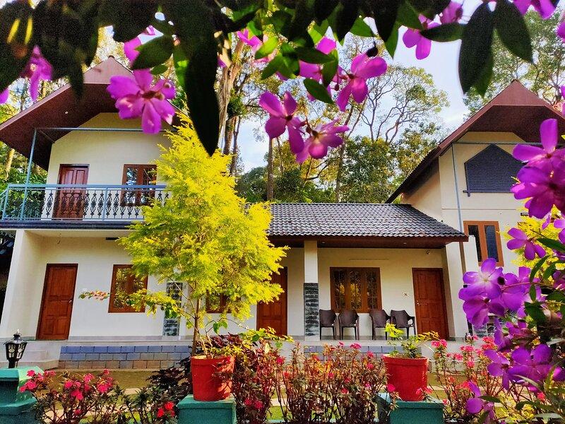 SKYES MUNNAR 3BHK PLANTATION BUNGALOW, holiday rental in Kunjithanny