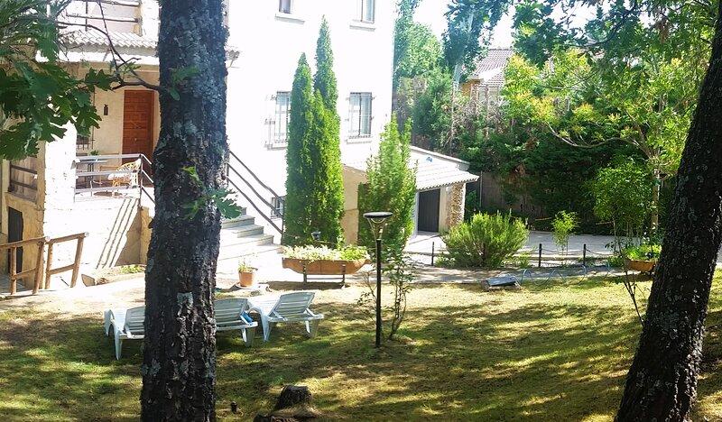El Rincón de Gredos junto al Alberche con jardin,barbacoa y chimenea, alquiler vacacional en Santa María del Tiétar