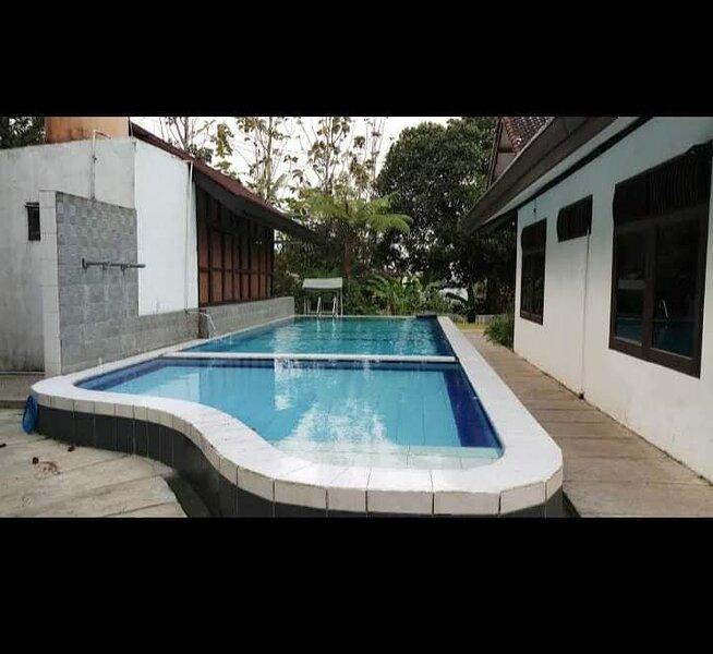 Villa kaca Megamendung, Ferienwohnung in Bogor