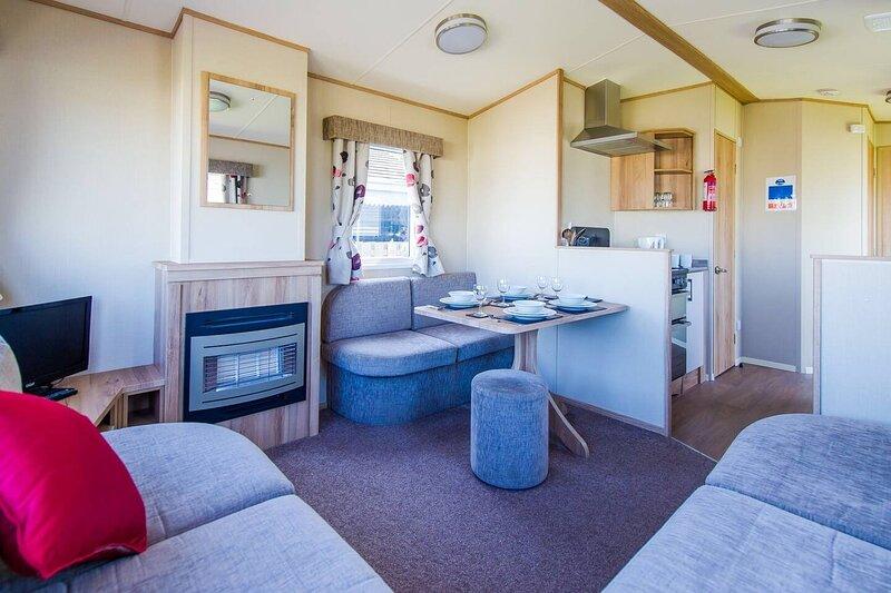 Immaculate 2-Bed Caravan in Westward Ho!, casa vacanza a Northam