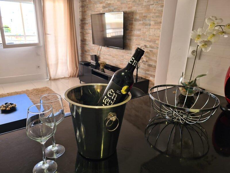 Exclusivo apartamento de 3 habitaciones en Playa de Gandía, holiday rental in Grau i Platja
