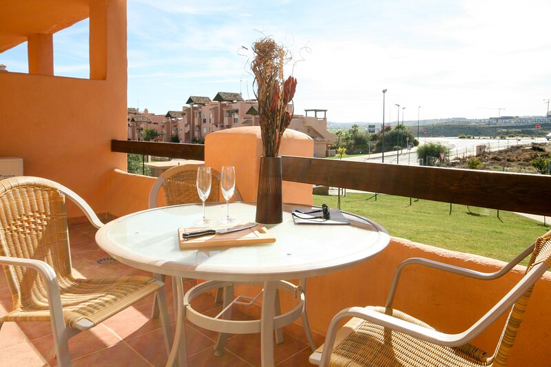 849 - 2 bed apartment, Casares del Sol, Estepona, alquiler vacacional en Casares