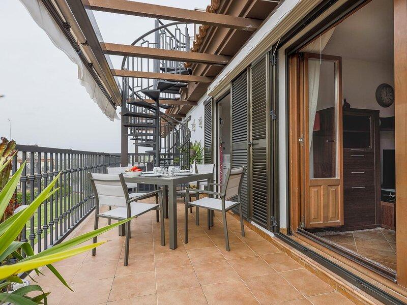 Beach penthouse 2 bedrooms and 2 terraces, alquiler de vacaciones en El Almendro