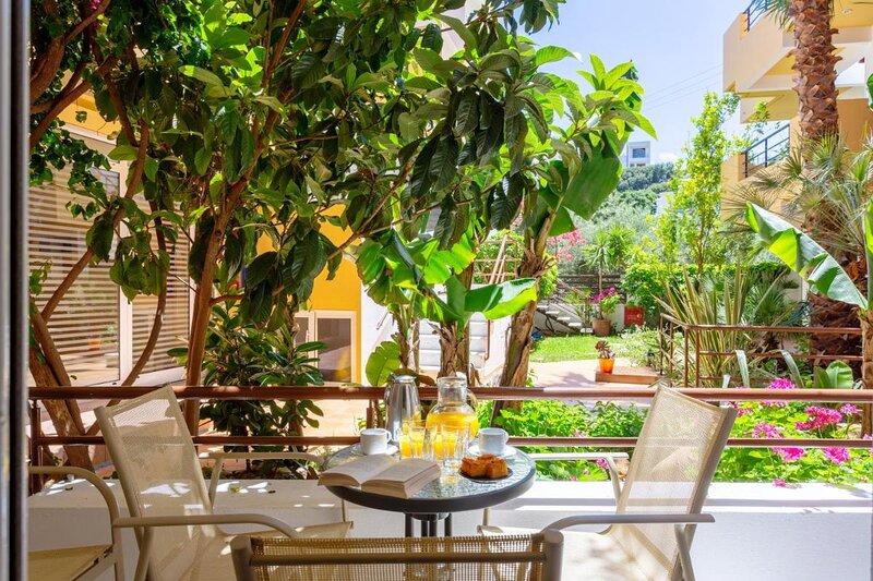 Faedra Beach - Junior Family Suite, holiday rental in Amoudara