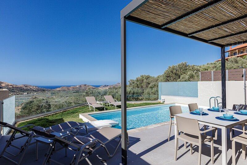 Iraklis villa 2, Brand new villa offering 3 ensuite bedrooms near many beaches, holiday rental in Mixorrouma