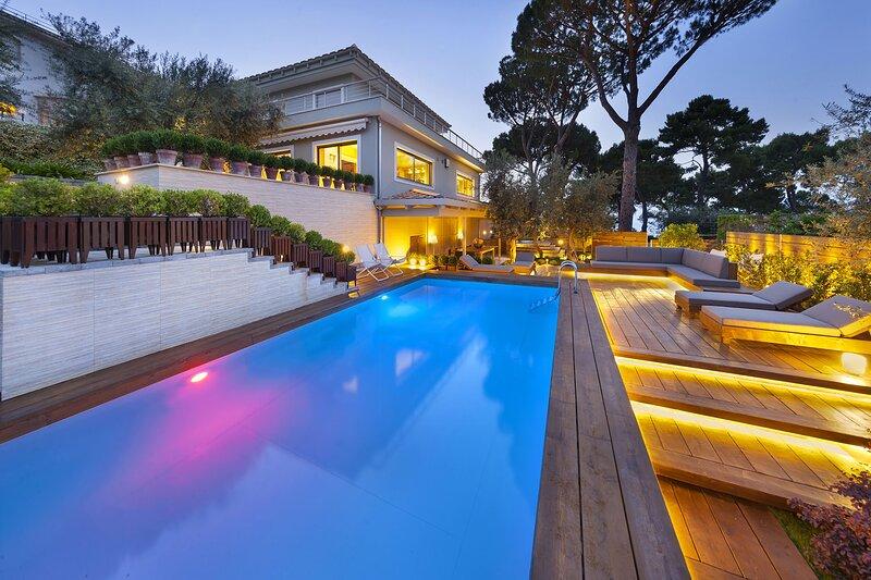 Villa Massi with pool overlooking the Bay of Naples, alquiler vacacional en Priora