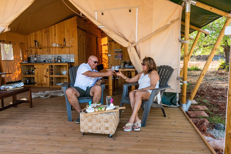 Safari tent with private pool in Paderne/Albufeira, casa vacanza a Espargal