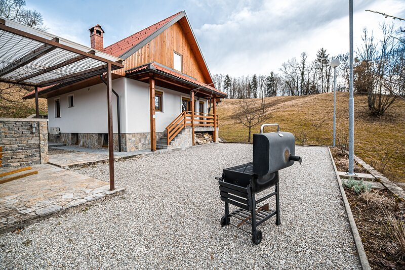 Valley view holiday home Mrak - Holiday home, location de vacances à Cerkno