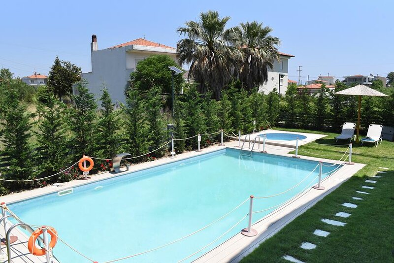 Stavros Seaside Retreat-Sunny Suite With Pool, holiday rental in Paralia Ofriniou