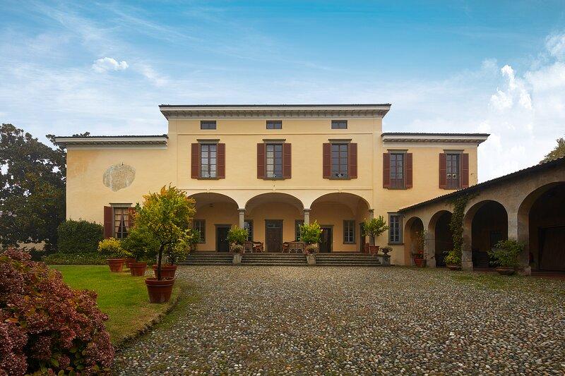 Palazzo Milesi, Villa del '600 con piscina in Franciacorta., location de vacances à Cologne