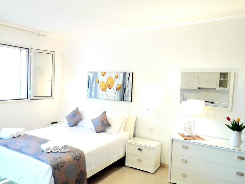 Residence Maresol Studio Apartment with Sea View, location de vacances à Pugnochiuso