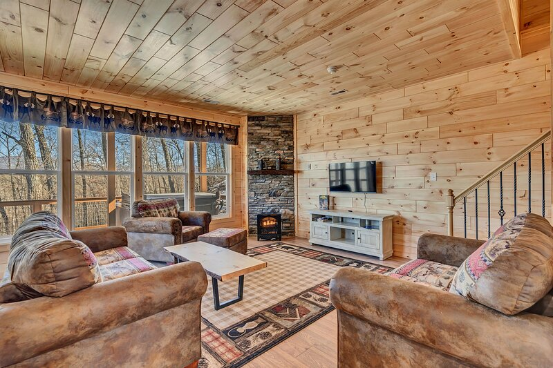 Hang out in front of a fire and a gorgeous view!
