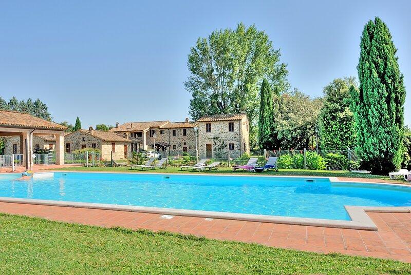 Casa vacanze a pochi km. da Assisi e Perugia con piscina, giardino, location de vacances à Ripa