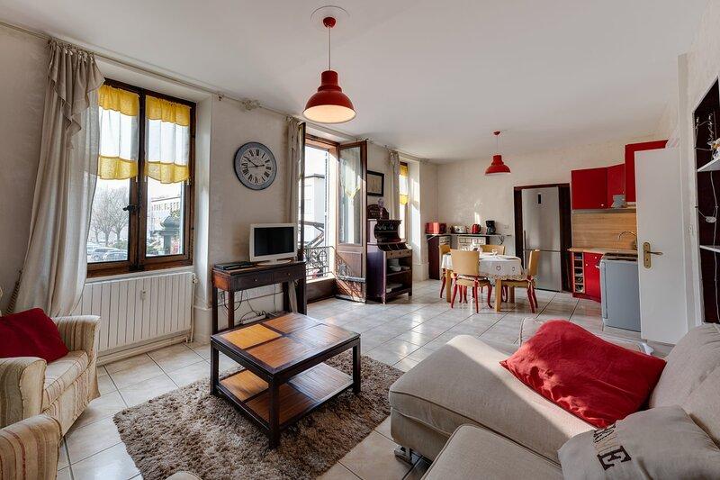 Le Victoria - Appartement T3 en centre ville pour 4 personnes, holiday rental in Saint-Jean-de-Chevelu