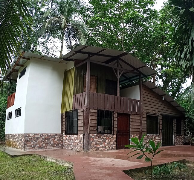 Private Vacational House 3ha with nature trails and river. Ideal for birdwatcher – semesterbostad i Province of Heredia