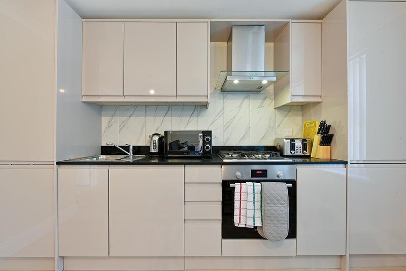Deanway Serviced Apartments Chalfont St Giles - Apt E, holiday rental in Gerrards Cross