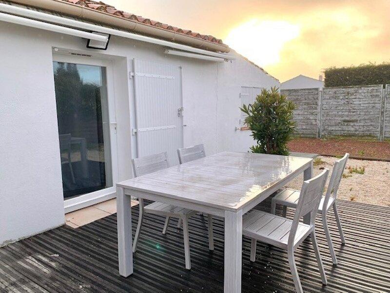 MAISON RENOVE POUR 2 PERSONNES- QUARTIER DE LA SAUZAIE, location de vacances à Givrand