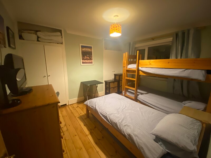 Triple room in family house in Brighton & Hove, holiday rental in Shoreham-by-Sea