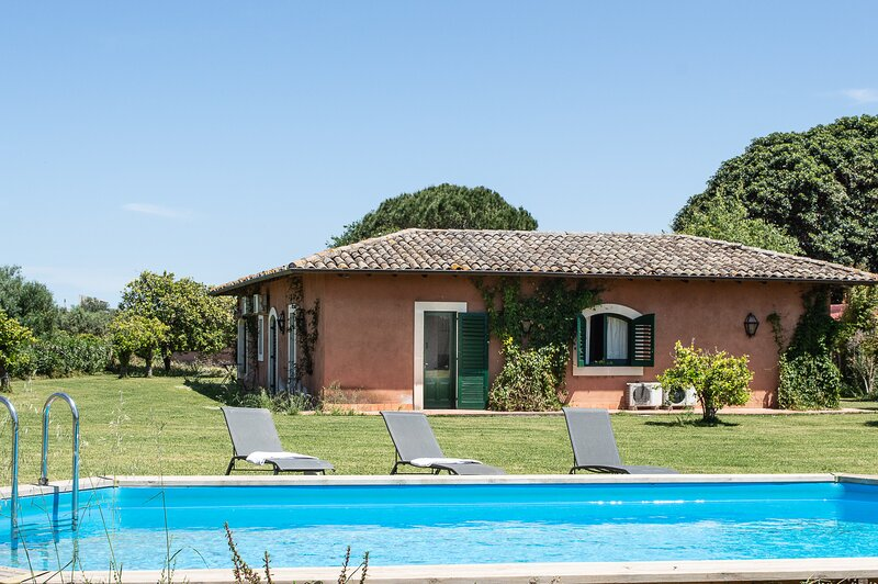Appartamento ALLORO Tenuta San.Calogero, holiday rental in Villasmundo