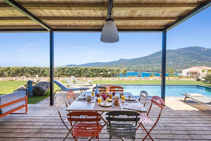 Maison 6/8 pers 3 chambres avec piscine chauffée, sécurisée parking, holiday rental in Santa-Maria-Figaniella