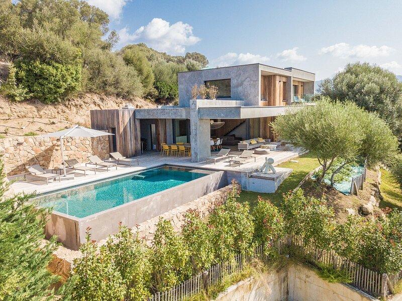 Villa d'architecte vue mer piscine chauffée 8 pers, location de vacances à Sollacaro