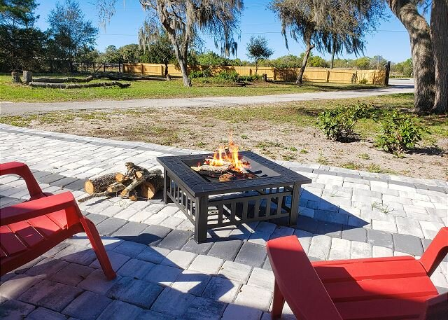 Country Quiet | 1.05 Protected Acres | All-New Interior | Gas Grill & Firepit, alquiler de vacaciones en Sanford