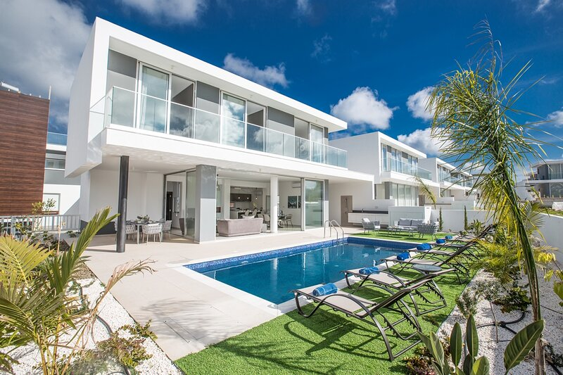 This Brand New contemporary villa is located in the popular resort of Protaras, holiday rental in Protaras