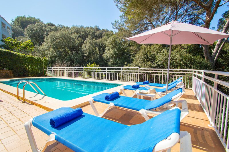 Villa Alzina in Cala Galdana -private pool, free wifi, 5 minutes from the beach-, holiday rental in Ferreries