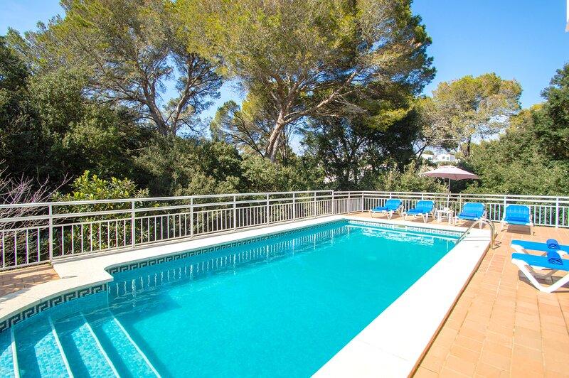 Villa Alzina en Cala Galdana -piscina privada, wifi,5 minutos a pie de la playa-, holiday rental in Ferreries