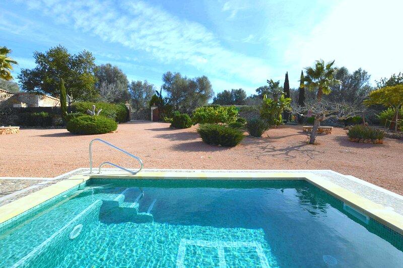 Casa Mía con piscina, aluguéis de temporada em Costitx