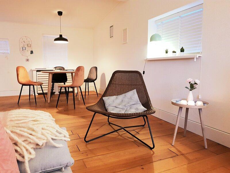 Zonnewende: rustig huisje in Bruinisse, holiday rental in Bruinisse