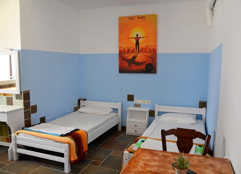 Stunning 2-Bed Apartment in Ios, holiday rental in Milopotas