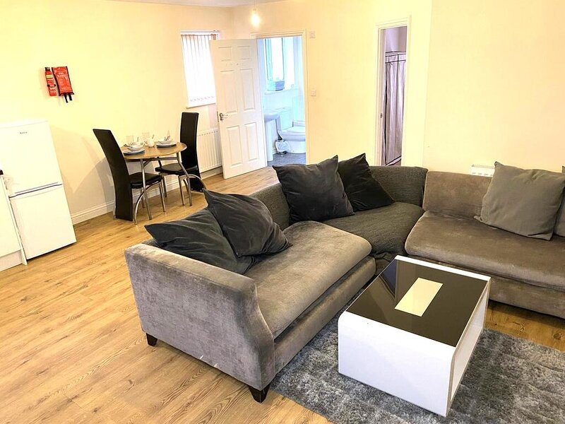 Impeccable 1-Bed Apartment in town centre Luton, location de vacances à Luton