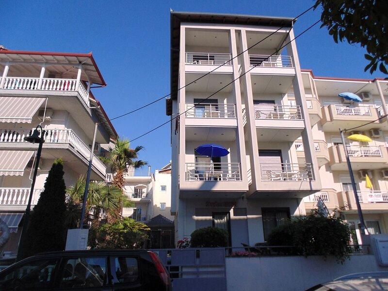 'Beachlife' studios - best rental house - near beach - new, holiday rental in Kitros