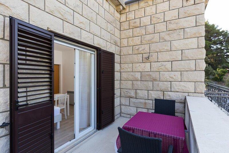 Rooms Villa Bašica - Premium Double Room with Balcony and Sea View, casa vacanza a Saplunara