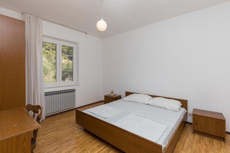 Rooms Villa Bašica - Standard Double Room with Forest View, casa vacanza a Saplunara
