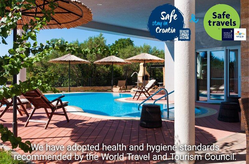 Seaside Villa + Heated Pool + Motorboat, casa vacanza a Sukosan