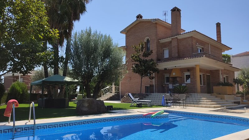 Catalunya Casas: Charming 12-guest villa with private pool, just 33 km from Barc, location de vacances à Sant Quirze Safaja