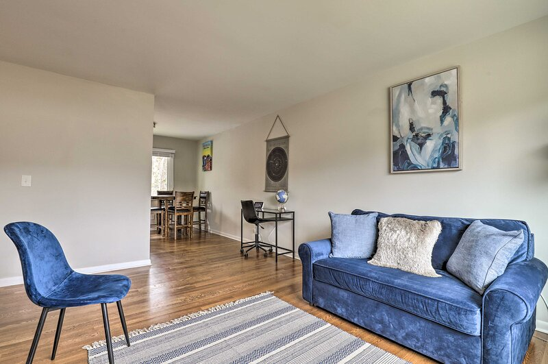 NEW! Modern Getaway w/ Game Room ~ 9 Mi to Dtwn!, holiday rental in Mableton