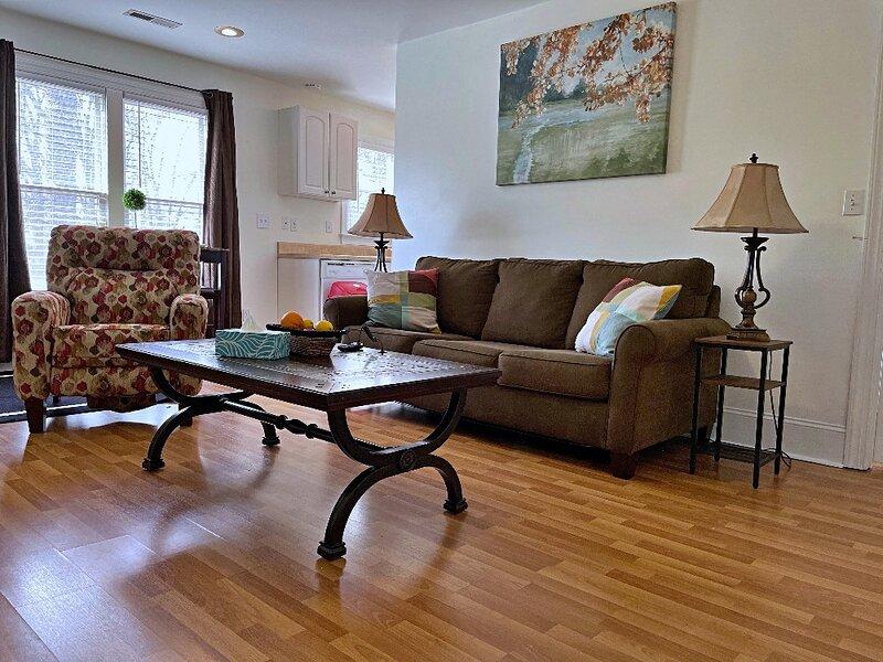 Greensboro Bungalow/FREE Wine and Coffee, casa vacanza a Greensboro