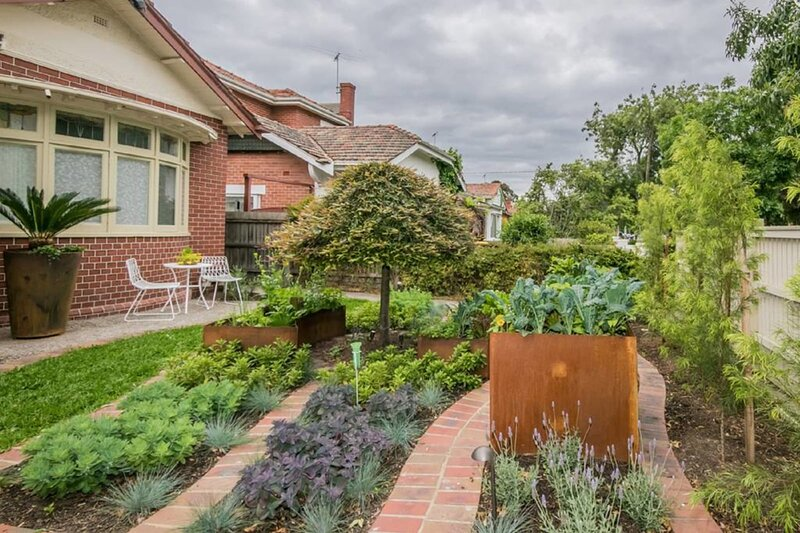 Private Bayside Garden Gem ! – semesterbostad i Caulfield