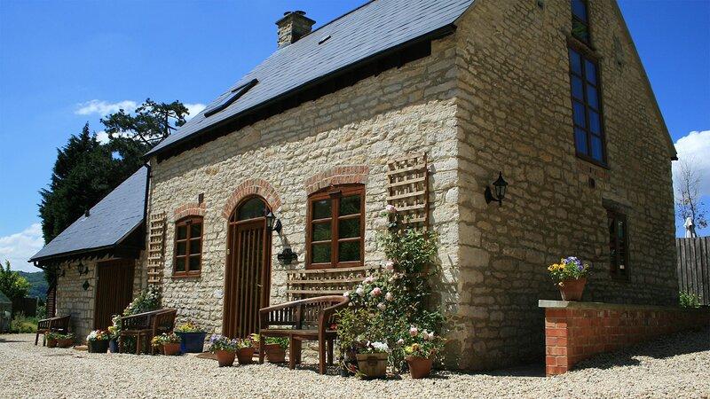 Jasmine Cottage - A delightful cottage built in traditional honey coloured Cotsw, aluguéis de temporada em Gloucester